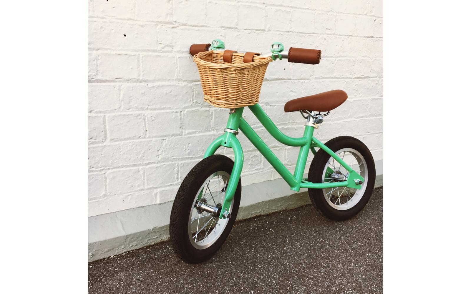 8 25 - Reid ® - Girls Vintage Balance Bike