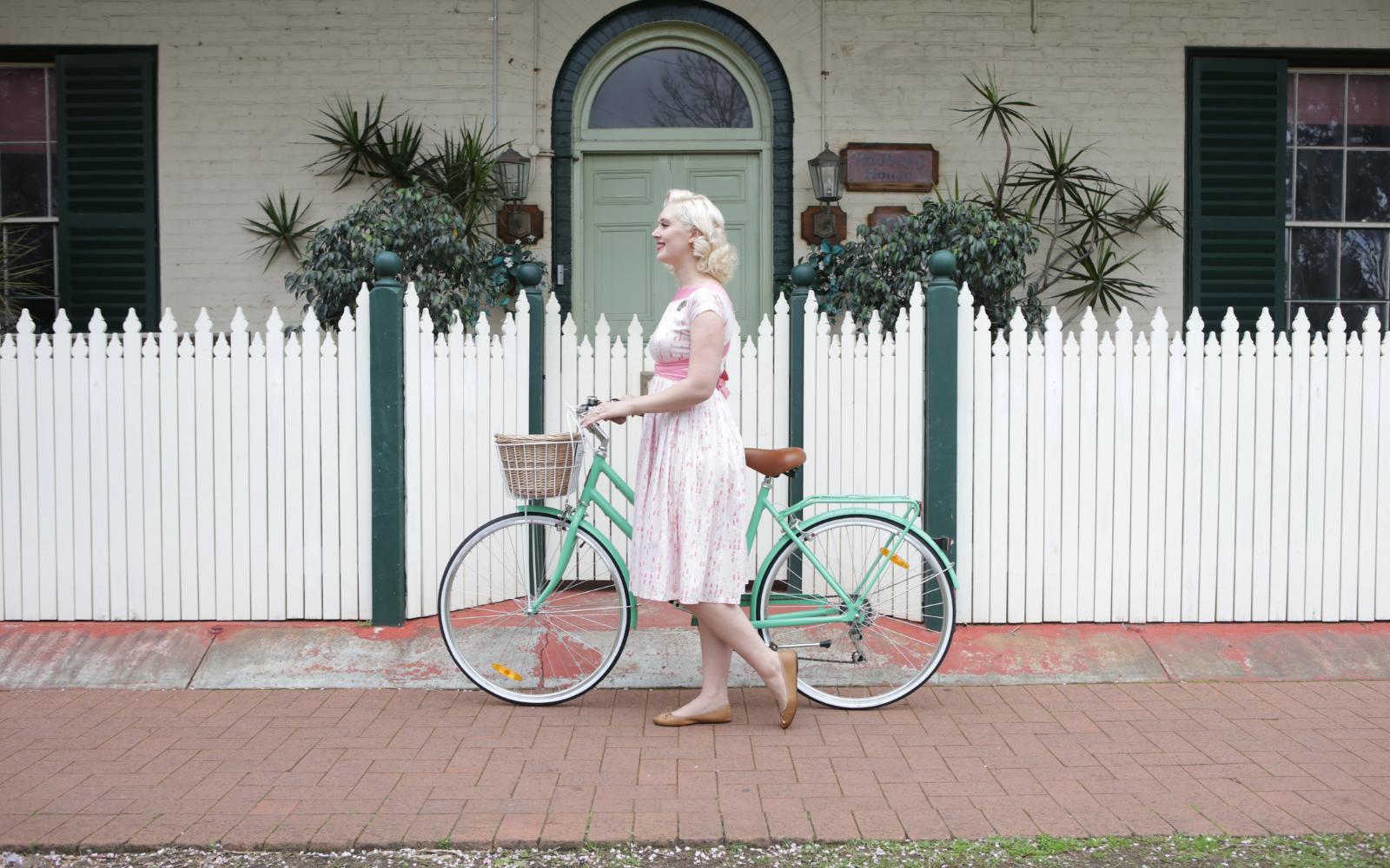 Lifestyle Images Vintage - Reid ® - Ladies Classic Lite 7-Speed Bike